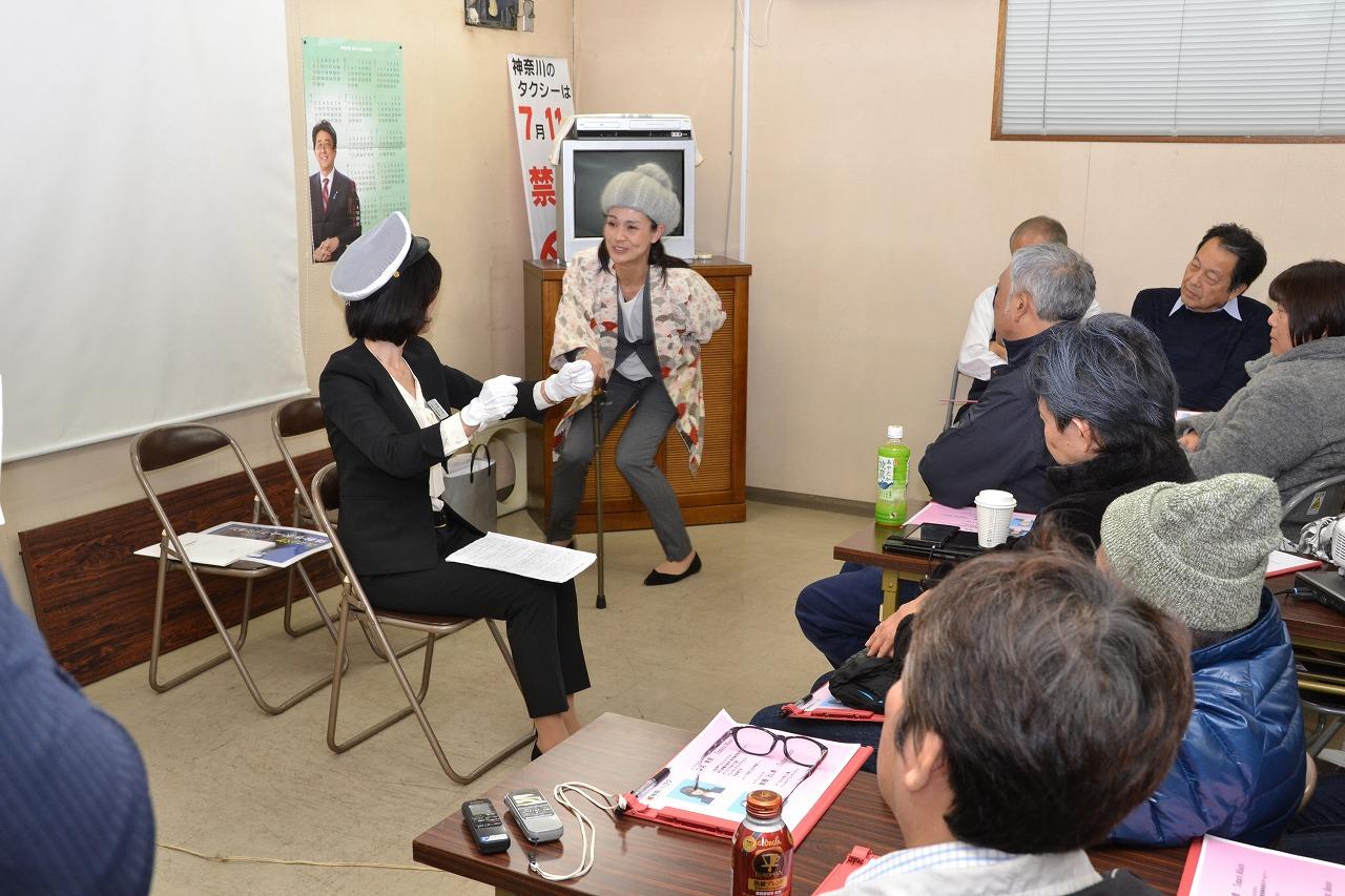 神奈川トヨタ、タクシー乗務員向けエスコートマナー講習を実施