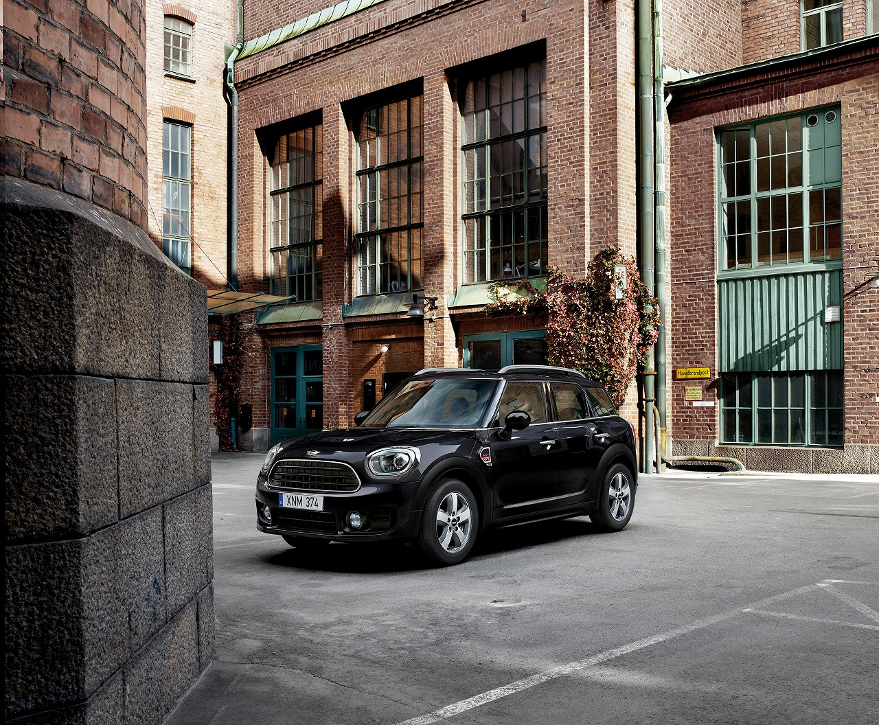 MINI、 ClubmanとCrossoverの特別仕様車を発売