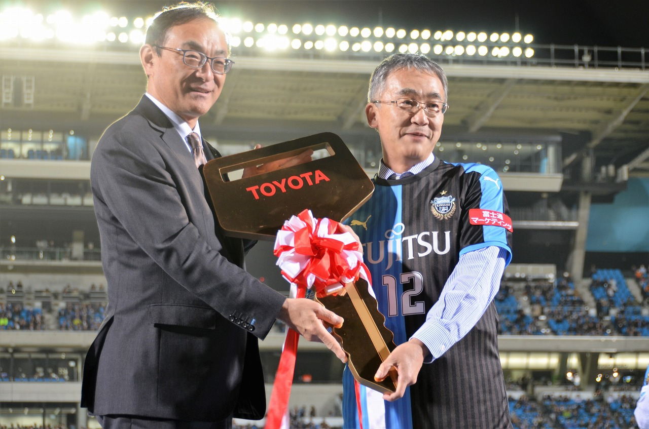「横浜トヨペット、川崎フロンターレにアルファード贈呈