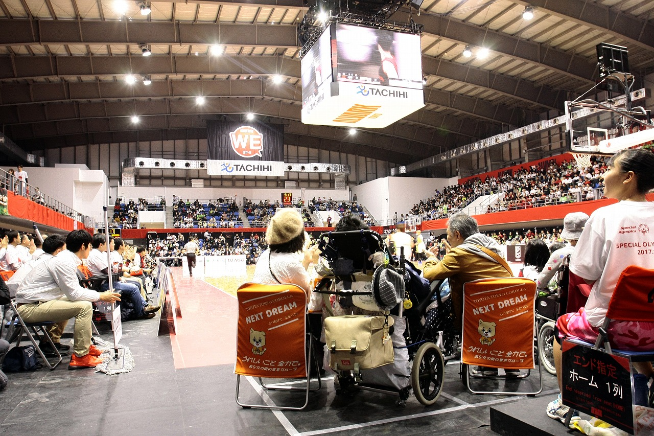 トヨタ東京カローラ、Bリーグで〝花冠シート〟提供、2シーズン目へ